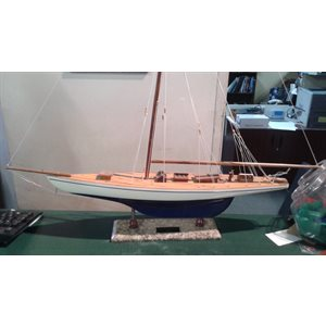 Model ship Defender 60cm marble base no sails